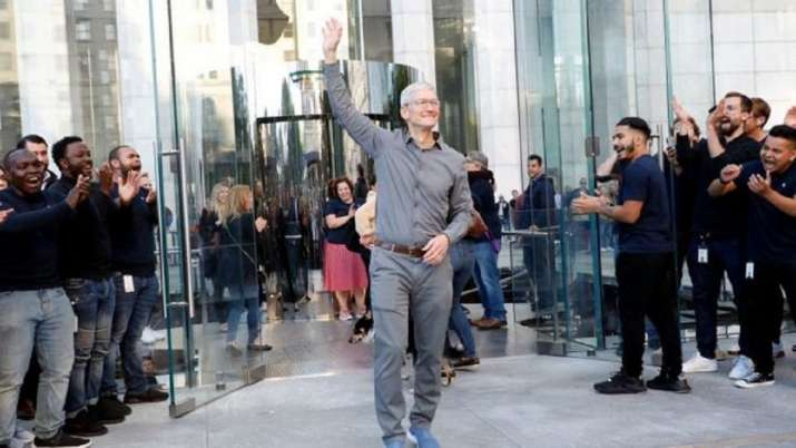 Apple boss Tim Cook joins the billionaires club- India TV Paisa