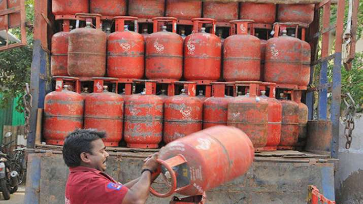 no subsidy element in price of LPG cylinder- India TV Paisa