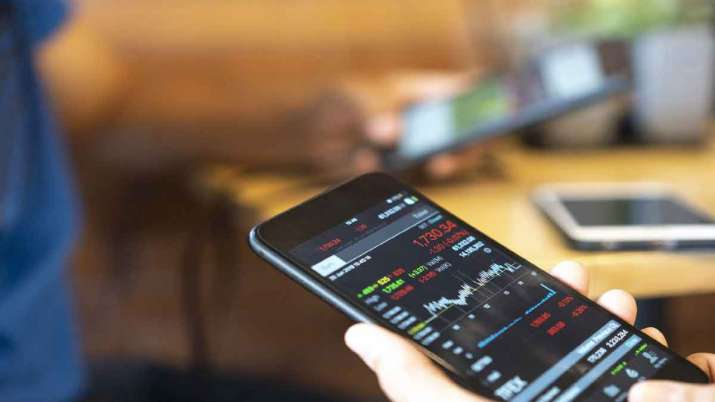 Stock trading via mobile phones grows during lockdown - India TV Paisa