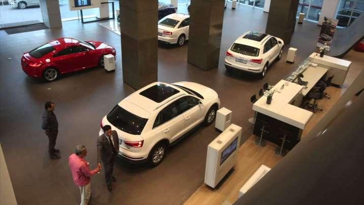लक्जरी कारों पर बड़े...- India TV Paisa