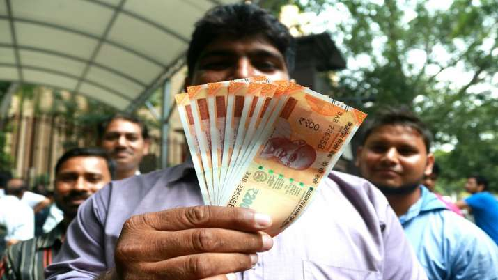 Govt fixes calculation ceiling for diwali bonus at Rs 7,000- India TV Paisa