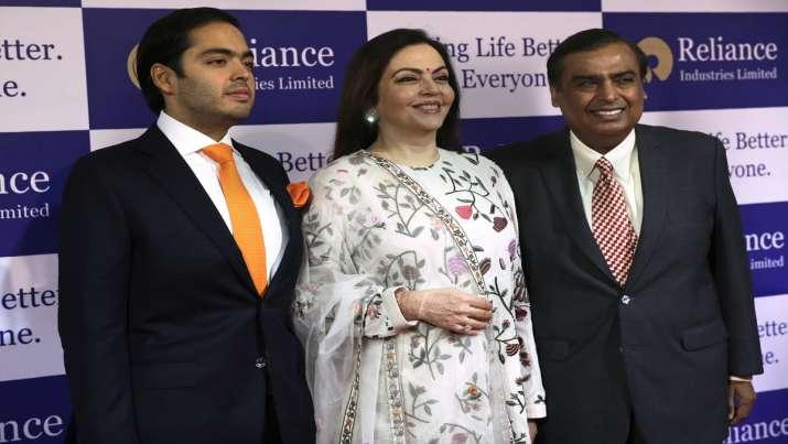 Mukesh Ambani with hi wife Nita and son Akash Ambani- India TV Paisa