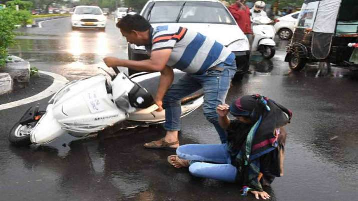 Govt notifies rules to protect persons who help road accident victims - India TV Paisa