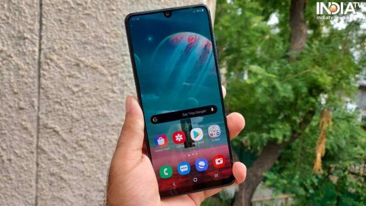 India's smartphone mkt hits record 53 mn units in Q3, Samsung reclaims top spot- India TV Paisa