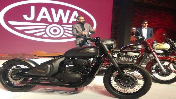 जावा मोटरसाइकिल को लॉन्च करते कंपनी केे अधिकारी। (चित्र प्रतीकात्मक)- India TV Paisa