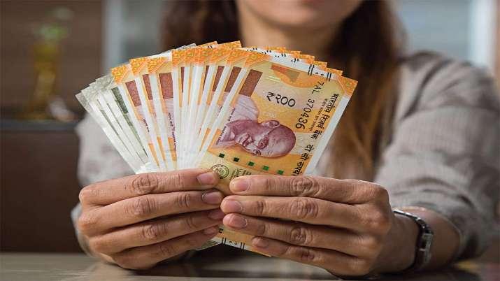 LIC Money Back Plan: रोज केवल 160 रुपये की बचत कर आप पा सकते हैं 23 लाख रुपये की बड़ी रकम- India TV Paisa