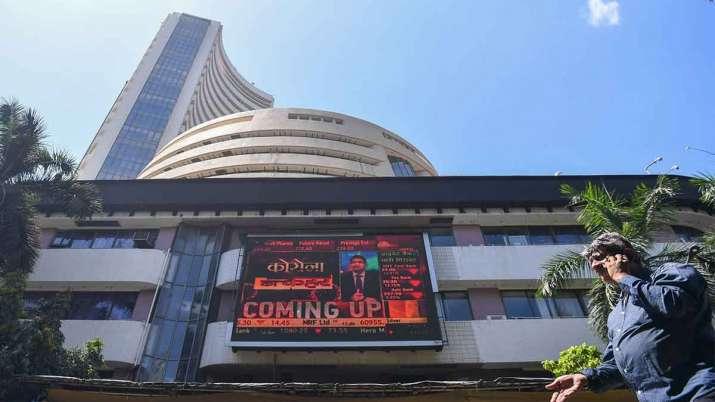 Sensex शुरुआती कारोबार में 250 अंक से अधिक उछला, Nifty 12,850 के पार- India TV Paisa