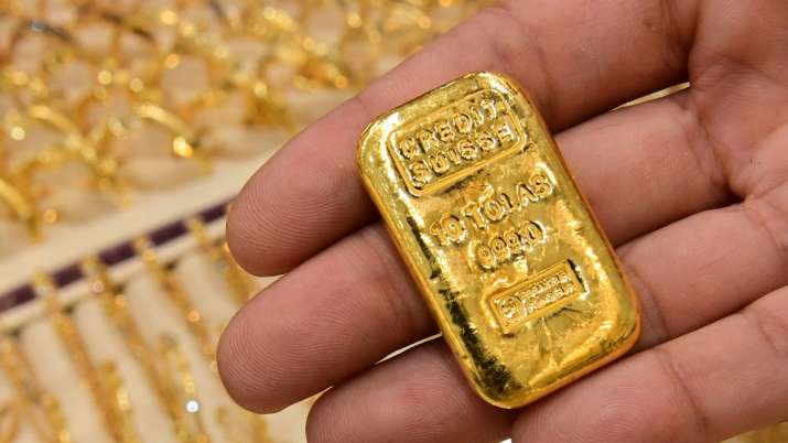 gold give return 28 percent in 2020,  Gold Prices Likely to Touch Rs 63,000 Per 10 Grams in 2021 - India TV Paisa