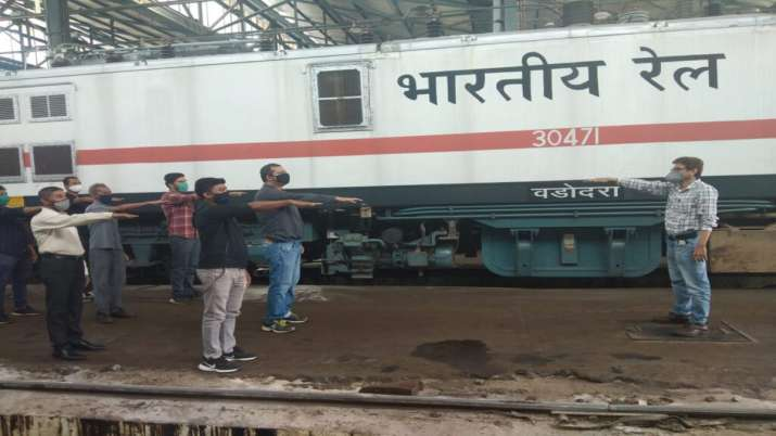 Railway Employees will be able to get treatment in private hospital- India TV Paisa