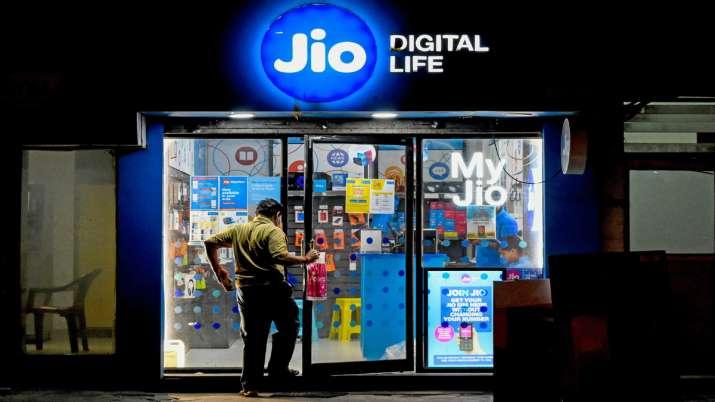 Jio, Mediatek starts 70-day e-sports tournament - India TV Paisa