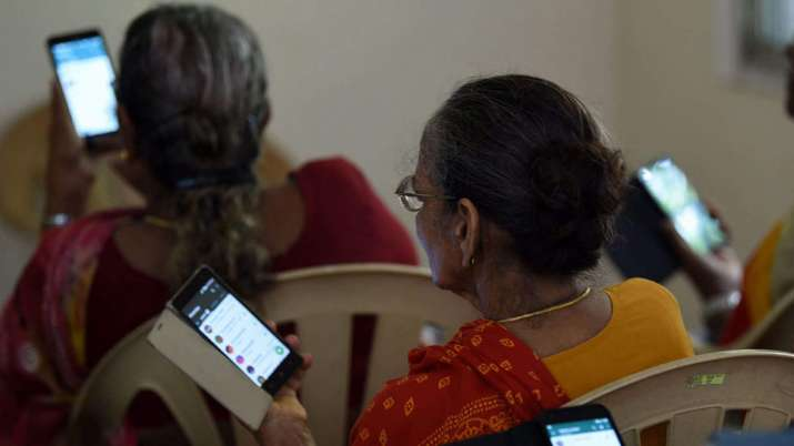 Average time spent on smartphone up 25pc to 6.9 hrs amid pandemic- India TV Paisa