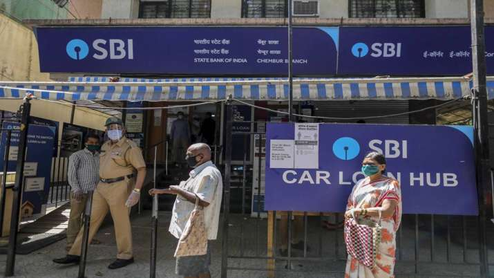 SBI customers are requested to be alert on Social Media - India TV Paisa