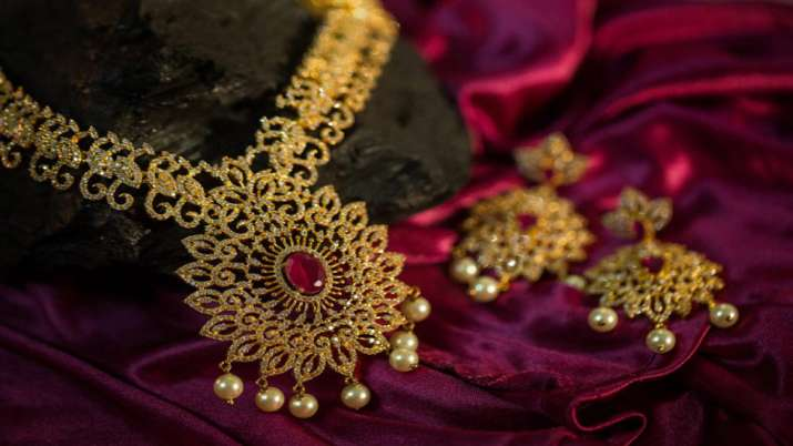 Gems, jewellery industry seeks reduction of import duty to 4 pc in Budget 2021-22- India TV Paisa