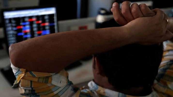 Sebi in talks to cut down minimum application size to help retail investors- India TV Paisa