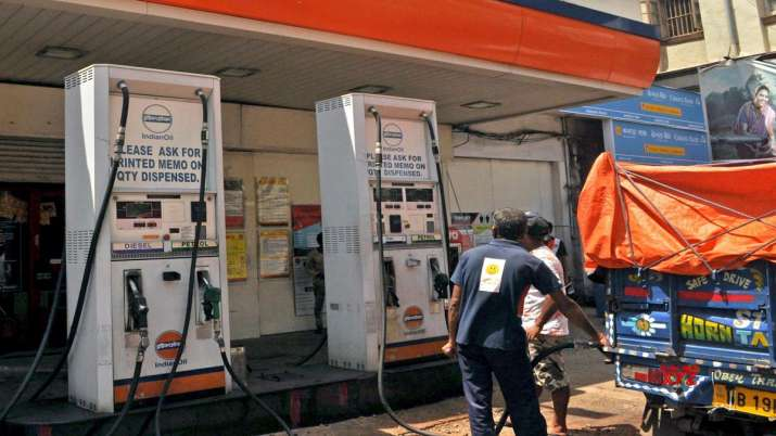petrol and diesel price reached at record high in delhi- India TV Paisa