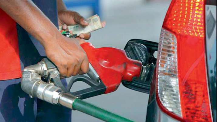 पेट्रोल की कीमत ने तोड़े सारे रिकार्ड, यहां 100 रुपए से ऊपर पहुंची कीमत- India TV Paisa