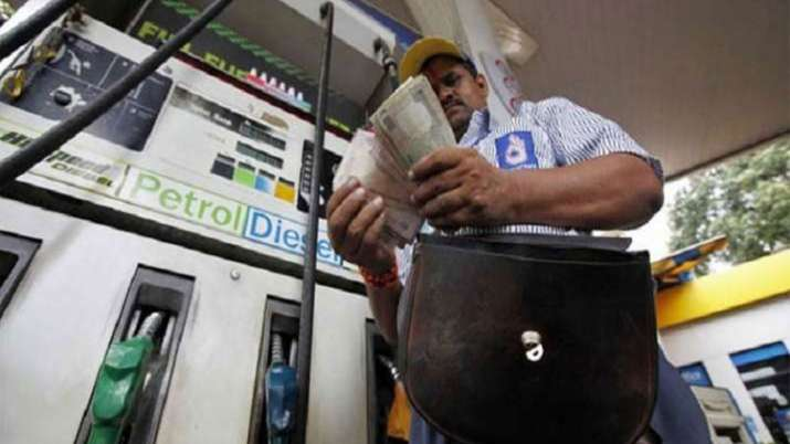 69 percent people want reduction in excise duty on petrol and diesel- India TV Paisa