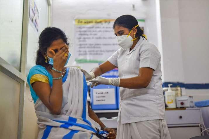 देश में वैक्सीनेशन...- India TV Paisa