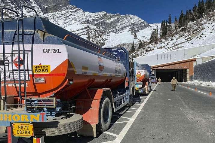 फिर बढ़ीं पेट्रोल...- India TV Paisa