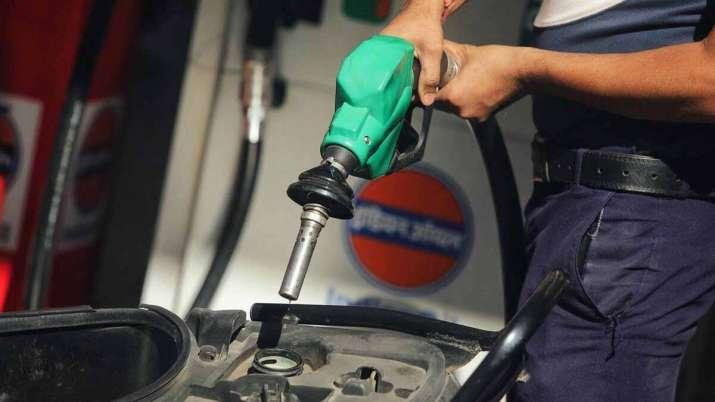 पेट्रोल-डीजल के दाम कम करने को लेकर एक्शन में सरकार, उठाया यह बड़ा कदम- India TV Paisa