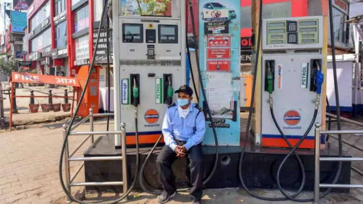 Petrol base price Rs 31.82 and diesel base price is Rs 33.46 per litre- India TV Paisa