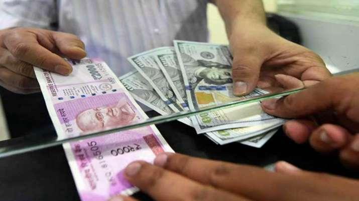 बाजार के बाद Indian Rupee का 19 महीने का सबसे बुरा दिन, डॉलर के मुकाबले जाने कितना गिरा रुपया- India TV Paisa