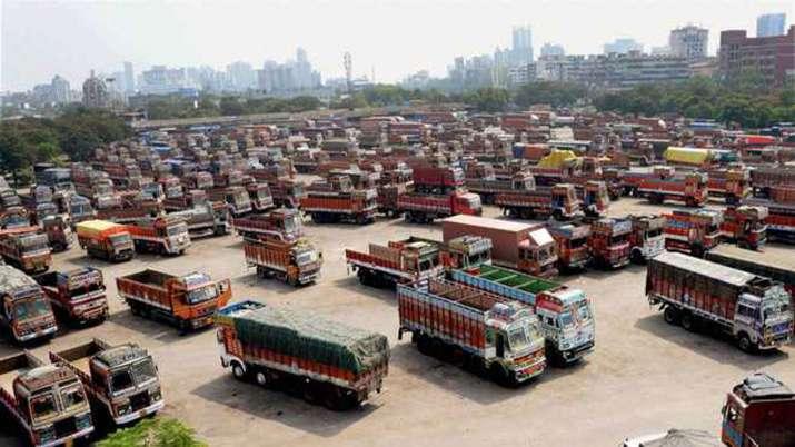 ट्रांसपोर्टरों ने सरकार को दी हड़ताल की चेतावनी, डीजल की कीमतें कम करने की मांग की- India TV Paisa