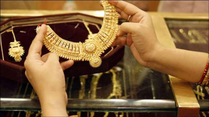 Gold prices fall in record today check per 10 grams rate list- India TV Paisa