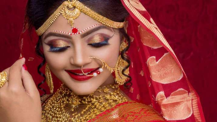 gold price fall again check today 10 gram rate list- India TV Paisa