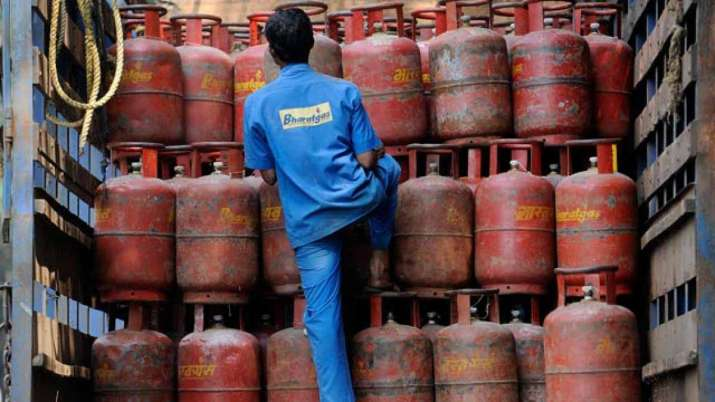 LPG Cylinder price cut from April 1 know new price- India TV Paisa