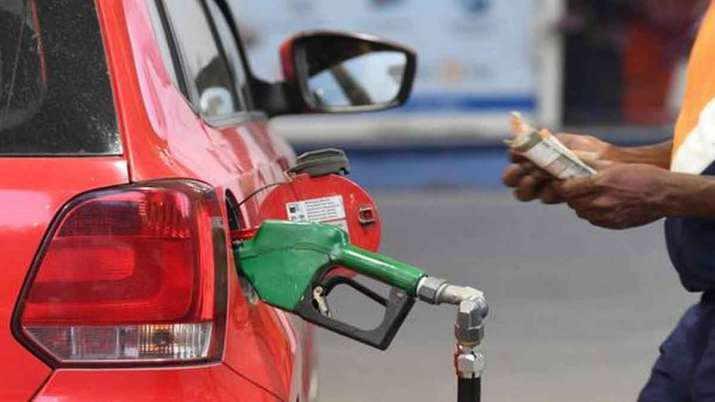 Modi Govt can cut excise duty on petrol, diesel by Rs 8.5 a litre - India TV Paisa