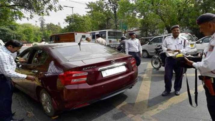 बड़ी चेतावनी! 10000 रुपए का कटेगा चालान और 1 साल की होगी जेल, अगर गाड़ी में किया यह काम- India TV Paisa
