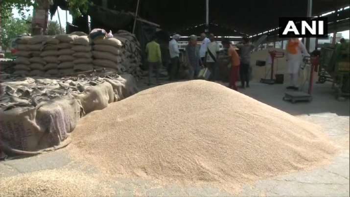 good news for farmers yogi government promises unlimited purchase of wheat at MSP किसानों को योगी सर- India TV Paisa