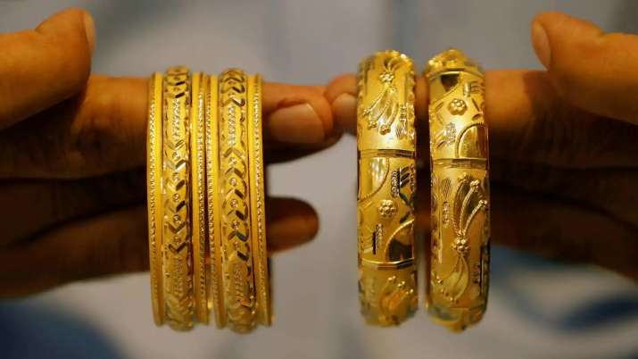 Gold rate today 30 april Gold tumbles Rs 191, silver plunges Rs 1,062- India TV Paisa