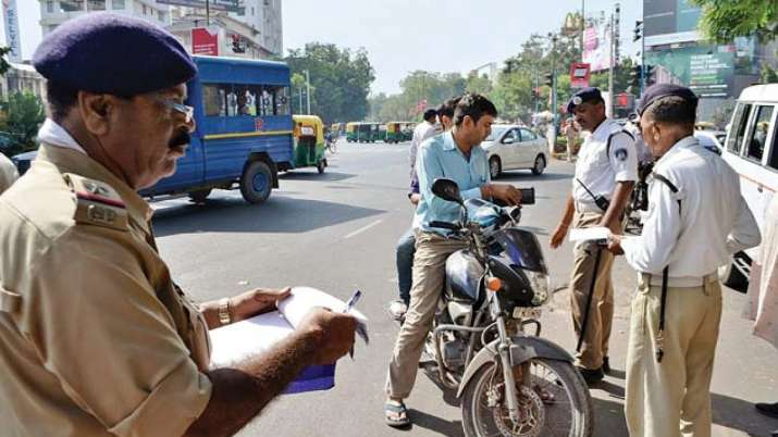 car motorcycle owners pay Rs 5000 challan if not have HSRP after 15 April - India TV Paisa