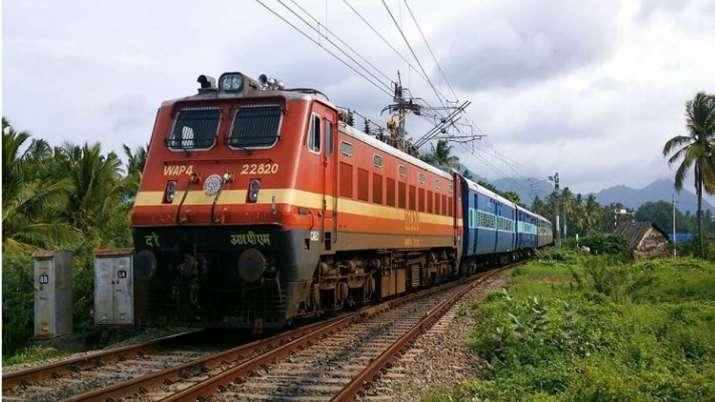 यात्रियों के लिए बड़ी खुशखबरी! रेलवे ने 28 विशेष ट्रेनें चलाने का ऐलान किया, ऐसे करें बुकिंग- India TV Paisa