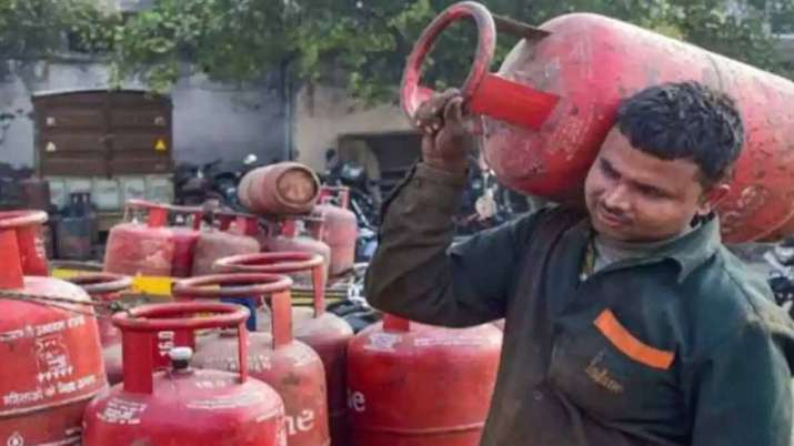 LPG cylinder now costs Rs 809, Aviation turbine fuel price cut by 3 pc - India TV Paisa