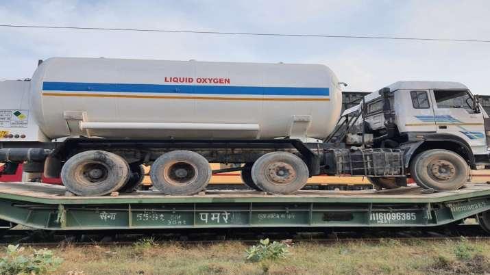 Oxygen Express: तेज होगी ऑक्सीजन की आपूर्ति, राष्ट्रीय इस्पात निगम के कारखाने से महाराष्ट्र के लिए निकली आक्सजीन एक्सप्रेस