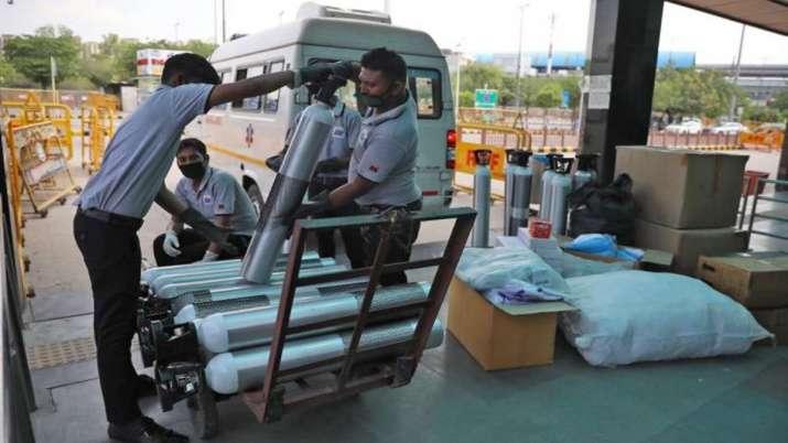 टाटा स्टील, सेल समेत इस्पात कंपनियां कोविड मरीजों के उपचार के लिये कर रही ऑक्सीजन की आपूर्ति - India TV Paisa