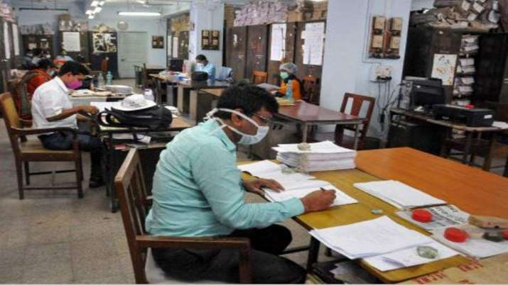 COVID infected private employees in UP to get 28 days of paid leaves- India TV Paisa