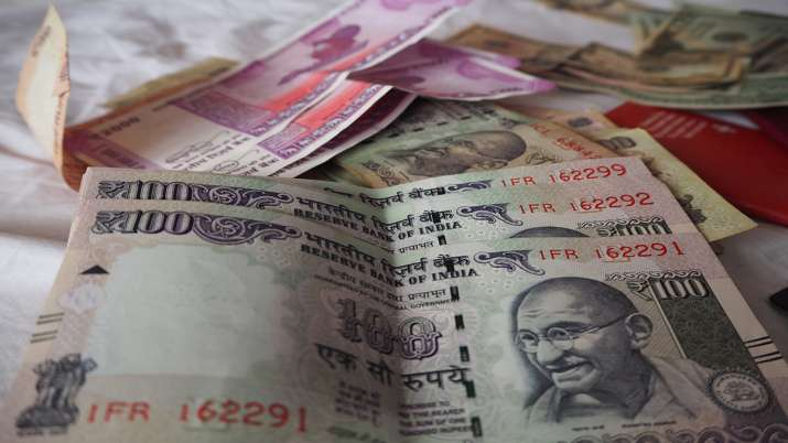 India record 2 lakh covid-19 cases Rupee falls to 75.22 against US dollar - India TV Paisa