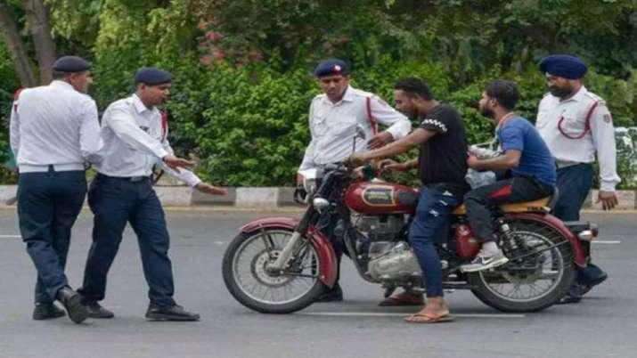 खुशखबरी! मोटरसाइकिल का चालान कटने के बाद भी नही देने होंगे पैसे, देखें यह नया ट्रैफिक नियम- India TV Paisa