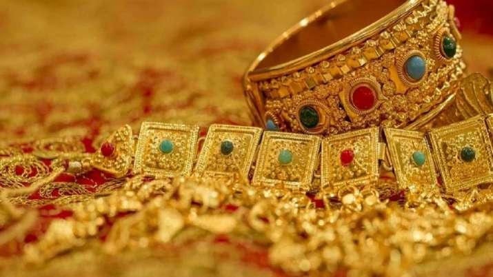 सोने में निवेश बढ़ा रहे निवेशक, अप्रैल में स्वर्ण बचत कोष में 864 करोड़ रुपये का प्रवाह - India TV Paisa