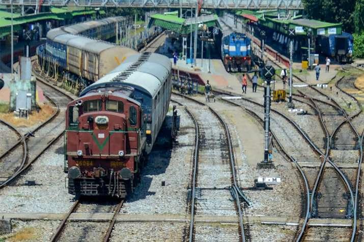 2023 तक सभी रेलवे ट्रेक...- India TV Paisa
