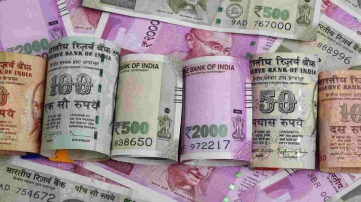 Rupee falls 24 paise to 74.33 against US dollar in early trade,Sensex tanks over 600 pts - India TV Paisa