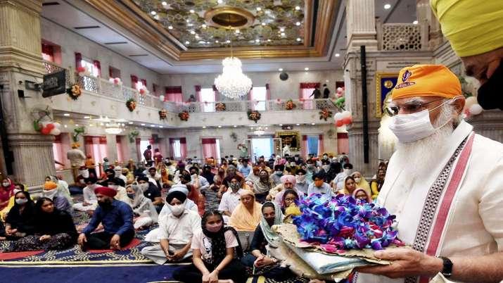 Prime Minister Narendra Modi offering prayers at Sis Ganj Sahib Gurudwara on 400 Prakash Purab of Gu- India TV Paisa