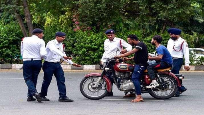मोटरसाइकिल, कार, स्कूटर, ट्रक चालकों को मंत्रालय ने दी यह बड़ी चेतावनी, भूलकर भी ना करें यह गलती- India TV Paisa