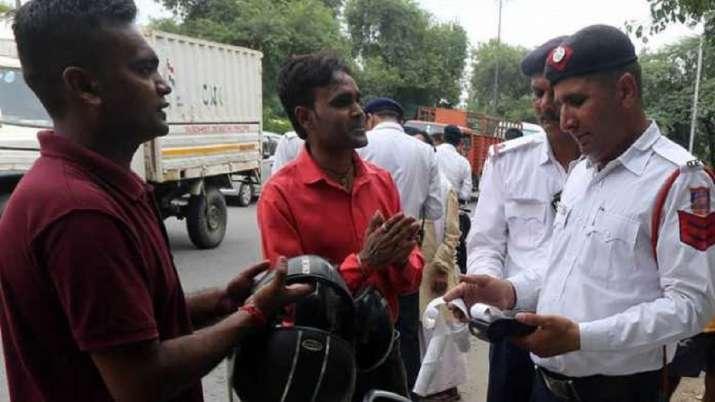 परिवाहन मंत्रालय की मोटरसाइकिल चालकों को बड़ी चेतावनी, आपका हो सकता है भारी नुकसान- India TV Paisa