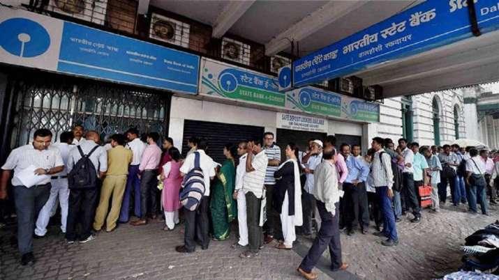 ATM से तय मुफ्त सीमा से अधिक बार पैसा निकालने पर 1 जनवरी से देना होगा ज्यादा शुल्क - India TV Paisa