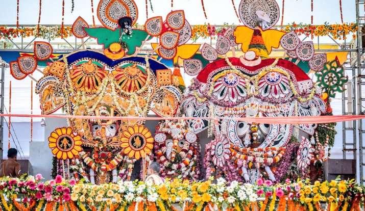Lord jagannath puri dev snan purnima live streaming snana jatra of lord jagannath from puri see pics: Deba Snana Purnima 2021: महाप्रभु जगन्नाथ जी की देव स्नान पूर्णिमा नीति शुरू, देखें तस्वीरें